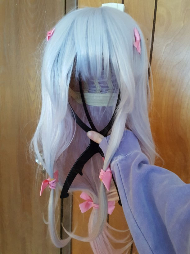 First time buying a wig and very satisfied, the the color is correct and well blended, the bows even and silky and natural in appearence.